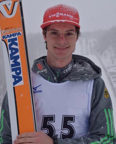 КК: Андреас Ванк побеждает в Саппоро