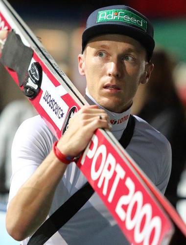 Stefan Hula gewinnt die Qualifikation in Hinzenbach