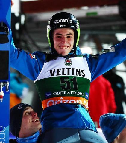 Timi Zajc fliegt zum ersten Sieg