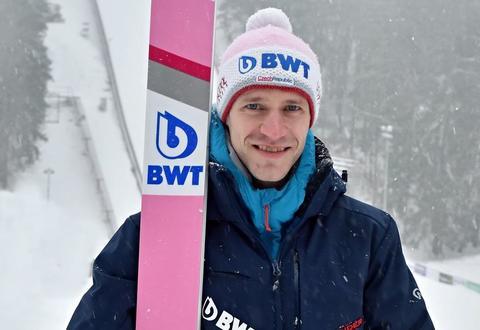 Třetí lety v Oberstdorfu, třetí vítěz. V neděli vyhrál Stoch, bodovali Koudelka a Kožíšek