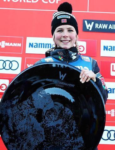 Maren Lundby gewinnt erste Ladies' Raw Air