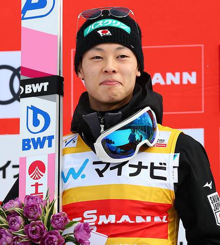 Ryoyu Kobayashi mit voller Kraft zurück