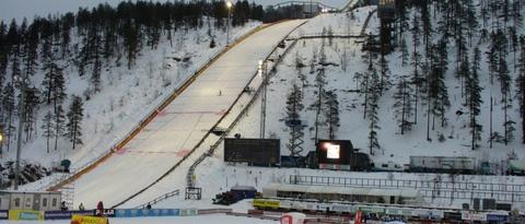 Také druhý závod nové sezony, který ovlivnily diskvalifikace, vyhrál norský skokan Tande