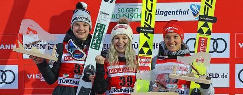 Pierwsze pucharowe zwycięstwo Hoelzl w Klingenthal