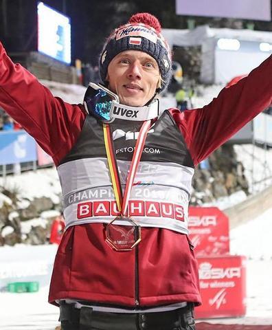 Dawid Kubacki wygrywa w Bischofshofen