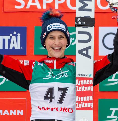 Österreichs Skispringerinnen siegen weiter