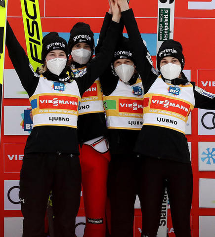 Sieg in Ljubno: Sloweniens Skispringerinnen weiter top