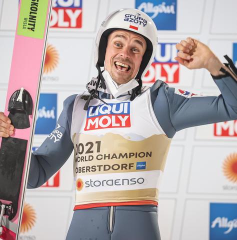 Piotr Zyla holt Gold von der Normalschanze