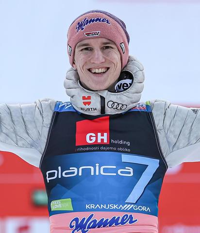 Karl Geiger gewinnt Skifliegen in Planica nach einem Durchgang