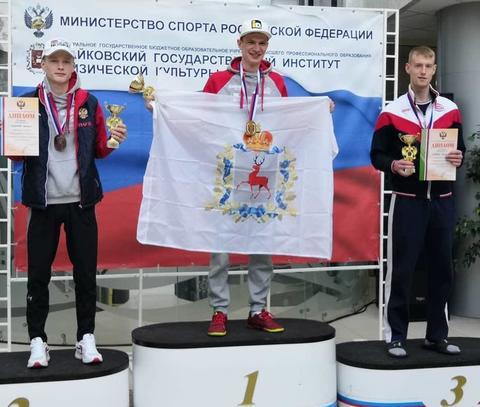 Nationale Meisterschaften in Russland und Frankreich